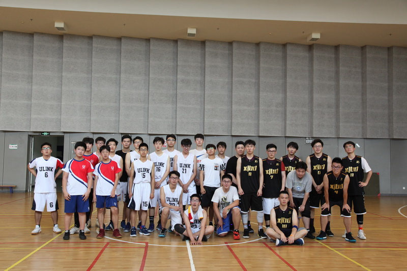 男子篮球队 Boys' Basketball Team