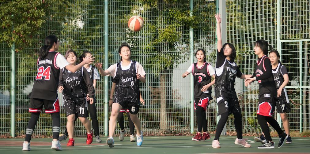 女子篮球队 Girls' Basketball Team