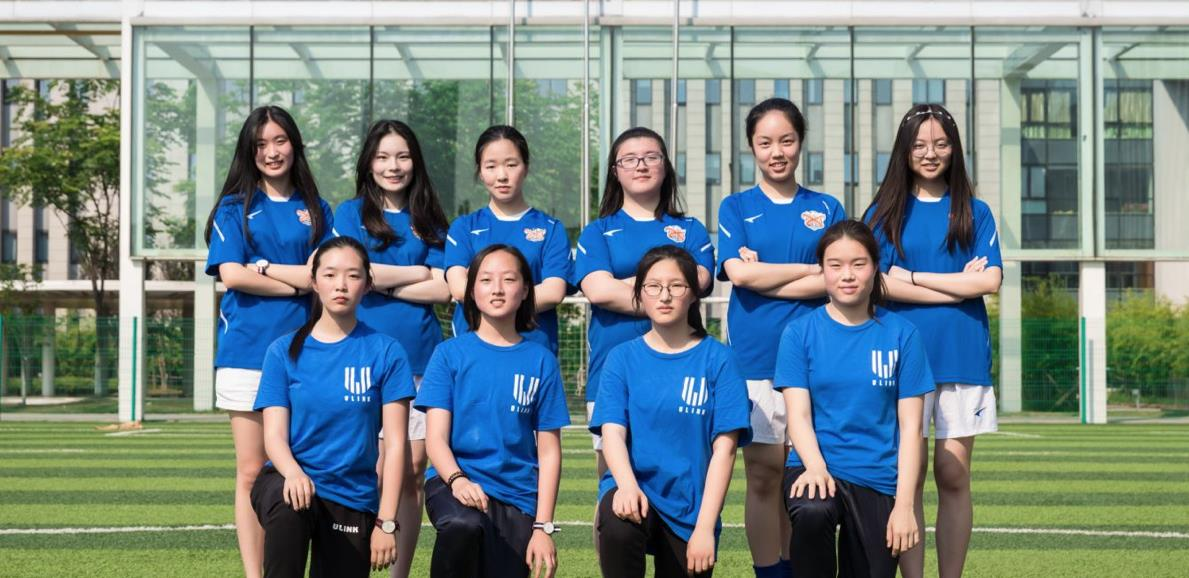 女子足球队 Girls' Football Team